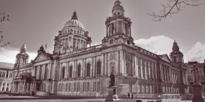Black and white photo of Belfast City Hall